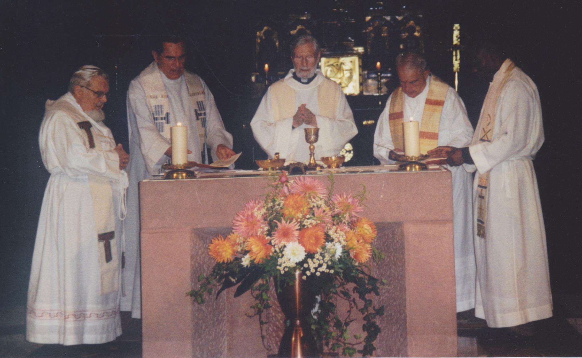 Segnungsgottesdienst in der Pfarrkirche. Ganz links im Bild   Pater Dr. Martin Geislreiter OFMcap